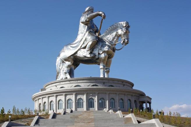 statue_gengis_khan-max-w1024h720